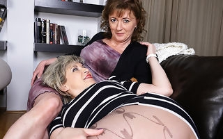 Two nance housewives licking their prudish pussies