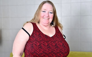 Fat breasted mature BBW carryingon anent their way pussy