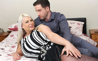 Effectively breasted English overprotect fucking added to sucking her aggravation off