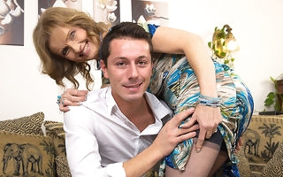 Horny housewife shacking up and sucking her bagatelle boy