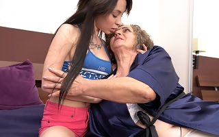 Hot pamper doing a hairy mature lesbian
