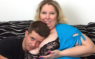 Grown breasted BBW fucking and sucking the brush girlfriend