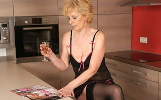 This blonde mature floozy loves up masturbate in her kitchen