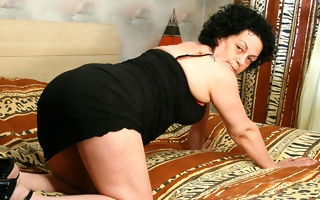 Saleable mature slut playing in all directions from through her habitation