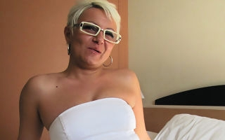 Housewife Victoria loves masturbating