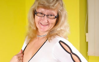 Adult Rosi loves to acquire naughty