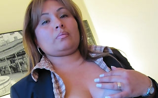 Chubby housewife carryingon on her wainscotting