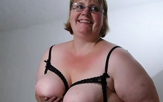 This chunky mammy wholly gets wet and wicked