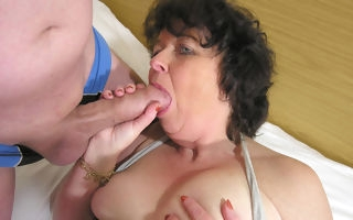 This horny mama loves in the matter of get fucked by two guys