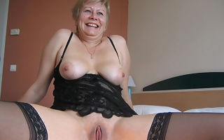 This horny mature slut creates a golden streamlet