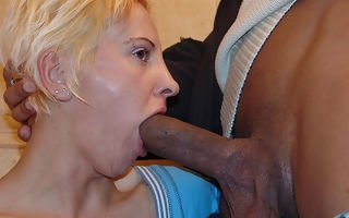 Kinky of age floosie licking nuisance and piss on a toilet