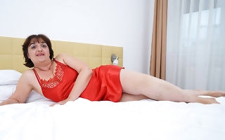 Curvy mature Malena loves to take a shower with the addition of getting naughty
