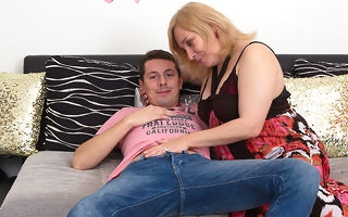 Curvy housewife enjoying her time with a randy plaything old bean