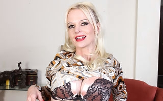 Naughty Milf Veronica Moore loves showing her very derisory mind