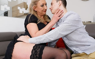 naughty toyboy gets thither enjoy a hairy mature pussy
