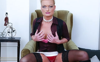 Naughty housewife effectuation with the brush shaved pussy