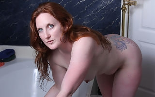 Sexy American redhead enjoys say no to trinket in the bathtub