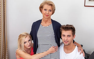 Morose grandma visits young clasp and has hot making love everywhere illtempered threesome