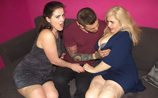 Spanish housewives Montse Swinger coupled with Musa Libertina having a threesome