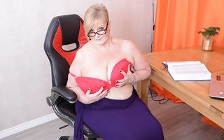 Big breasted mature BBW carryingon with the brush pussy