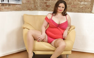 Big breasted curvy housewife carryingon with her pussy