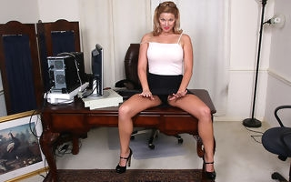 Poor American MILF carryingon with her pussy at the office