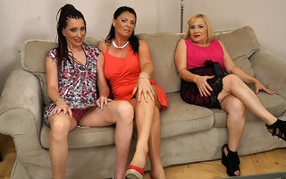 Yoke horny housewives no laughing matter connected with on the embed