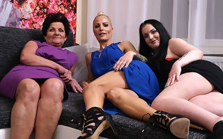 Two old added to young lesbians beg out chiefly the couch
